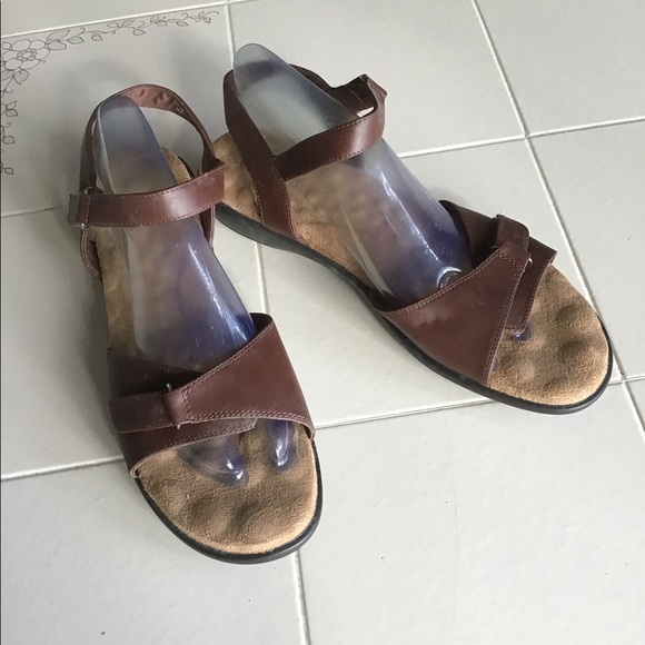 walking cradles Shoes - New 12M Brown Sandals strappy. Never worn